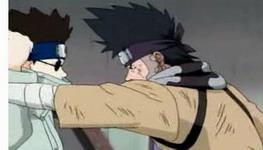 Shino menahan serangan Zaku