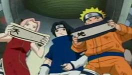 Sakura dan Naruto membuka gulungan