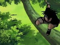 sasuke melihat celah dan segera menyerang