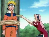 Sakura menawari Naruto makan