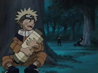 Naruto sembunyi dekat Iruka dan Mizuki