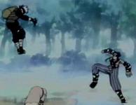 Zabuza menendang Kakashi