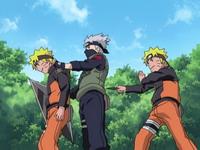 Kage bunshin Naruto dibelakang Kakashi