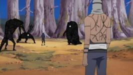 Kakashi dikelilingi makhluk Kakuzu
